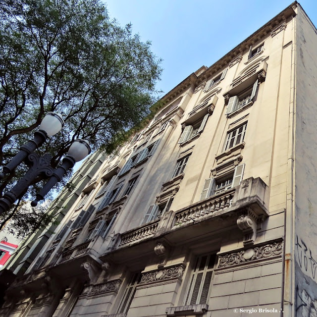 Perspectiva inferior lateral do Edifício Mococa - República - São Paulo