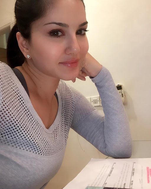 sunny-leone-beautiful-selfie