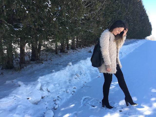 fur coat, winter outfit, statement coat, sheep fur coat, white coat, over the knee boots, how to wear statement coat, zimski outfit, krzneni kaput, casual zimski kaput, sta obuci za zimsku setnju, what to wear on a casual winter day,