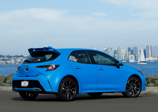 Rear 3/4 view of 2019 Toyota Corolla Hatchback
