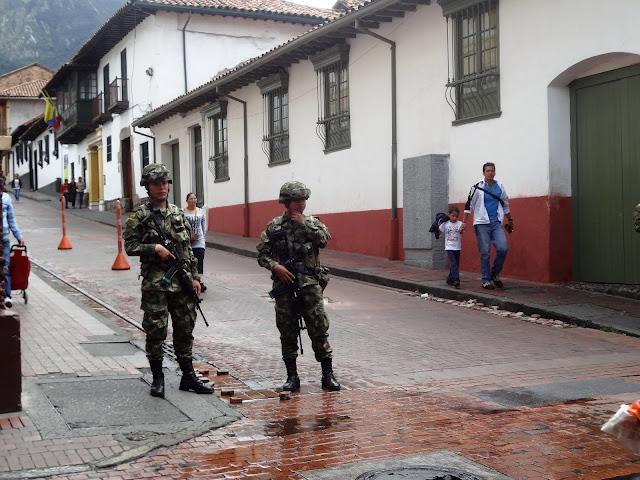 コロンビアの治安を守るコロンビアの兵隊