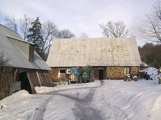 Dom nr 44 - zagroda drewniana z 1927 roku [253/78 z 28.04.1978] (fot. Zbigniew Sz).