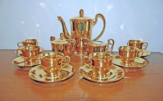 photo of 1947 gold plated coffee set