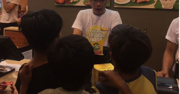 Angel Locsin Accommodated A Little Boy Who Asked Her To Buy Some Of His Product!