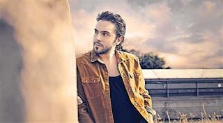 İsmail YK'nın yeni albümünde yer alan şarkısı Duvarlarda Ağladım sitemizde yayınlanmıştır.