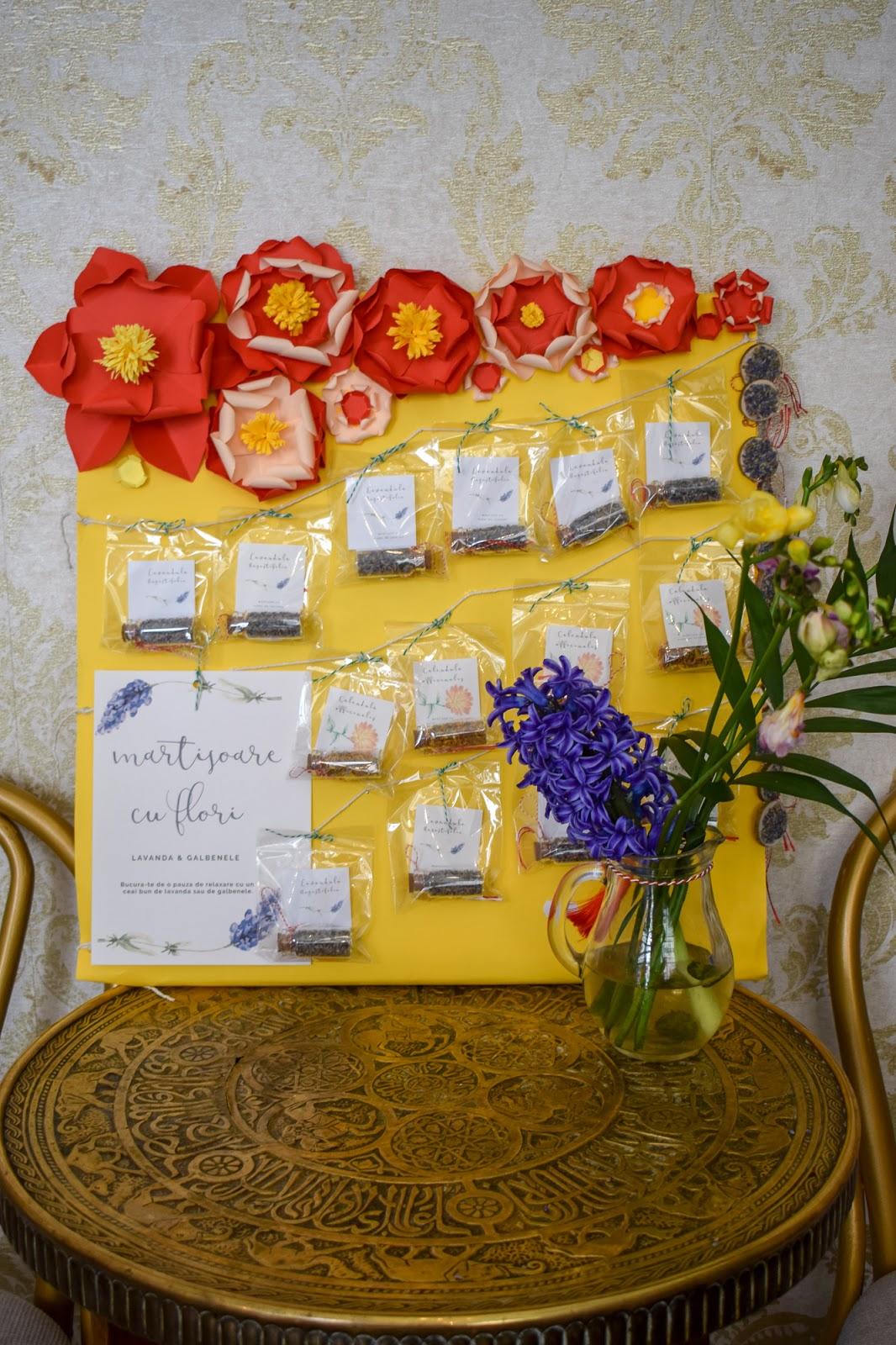 Suport cu flori de hartie pentru martisoare (2)