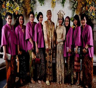 Model Baju Seragam Keluarga Untuk Pesta Pernikahan