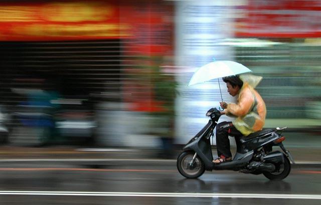 Badan Meteorologi, Klimatologi & Geofisika (BMKG) Syamsudin Noor Banjarbaru memperkirakan musim hujan masih akan terjadi sampai mei mendatang. Musim peralihan baru akan terjadi pada Juni 2019.