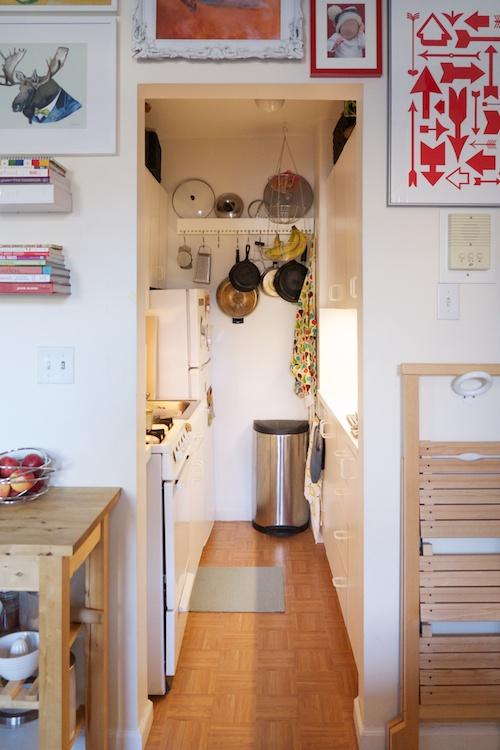 pequeña cocina blanca