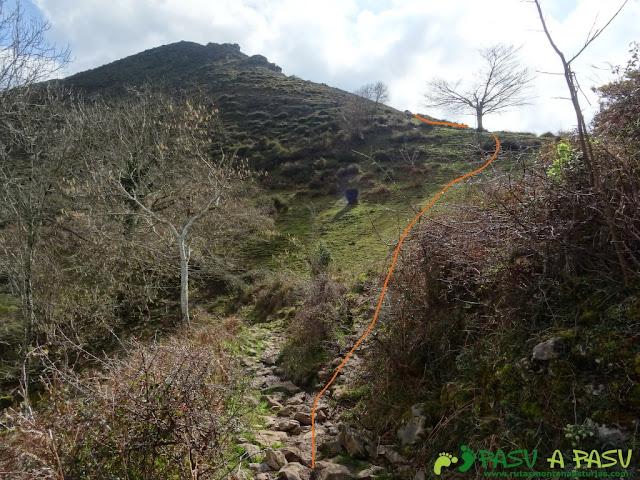 Senda del Chorrón y Foz del Río Valle: Desvío para subir al Cantu Cobil