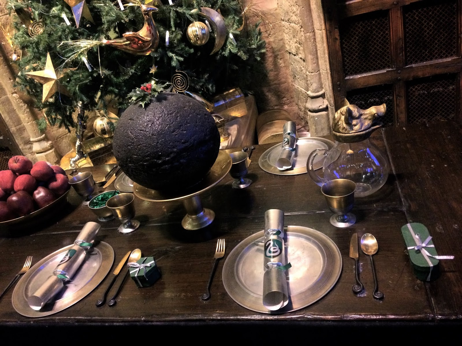 Slytherin Christmas table settings at Hogwarts, in the Great Hall