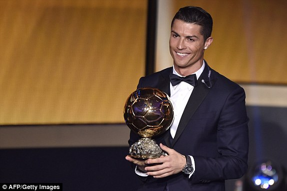Cristiano Ronaldo Meraih Penghargaan Pemain Terbaik Dunia Ballon d'Or 2016