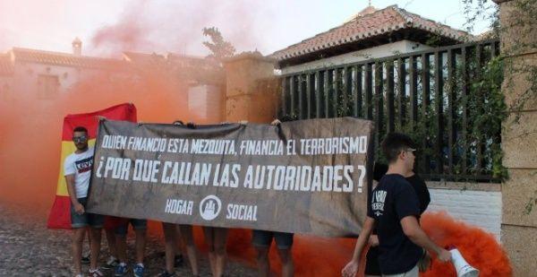 Grupo neonazi ataca Mezquita Mayor de Granada, España
