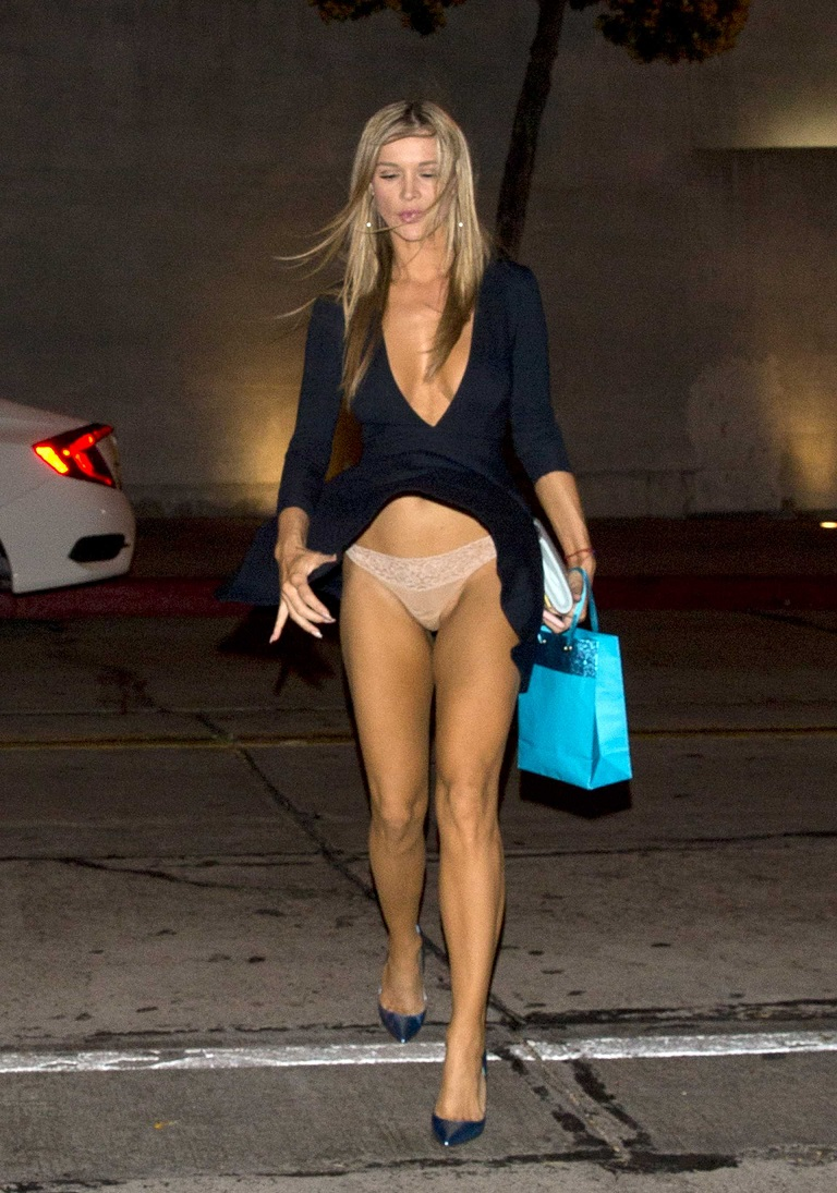Joanna Krupa exposes undies during wardrobe malfunction