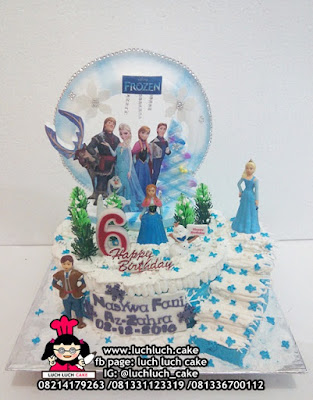 Kue Tingkat Frozen Elsa dan Anna