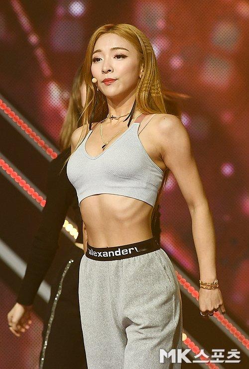 Luna sahnede fit görüntüsüyle ilgi çekti