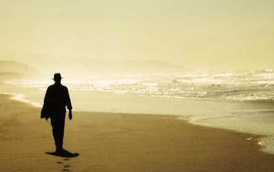 """""""Puisi: Ketika Laut Bercerita"""""""