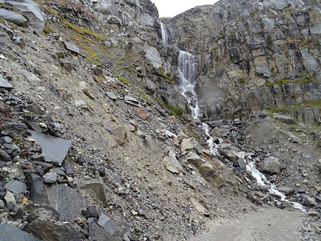 Waterfall on Manali Kunzum Road