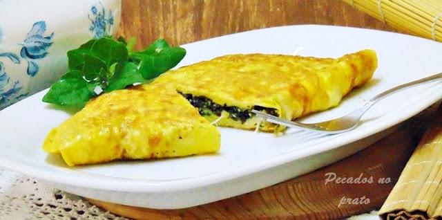 Omelete com recheio de espinafre e queijo