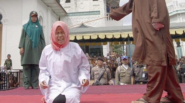 Pemerintah Diminta Hentikan Hukuman Cambuk di Aceh