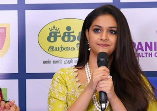 Keerthy Suresh in Saree with Cute and Lovely Smile in Aval Awards 5