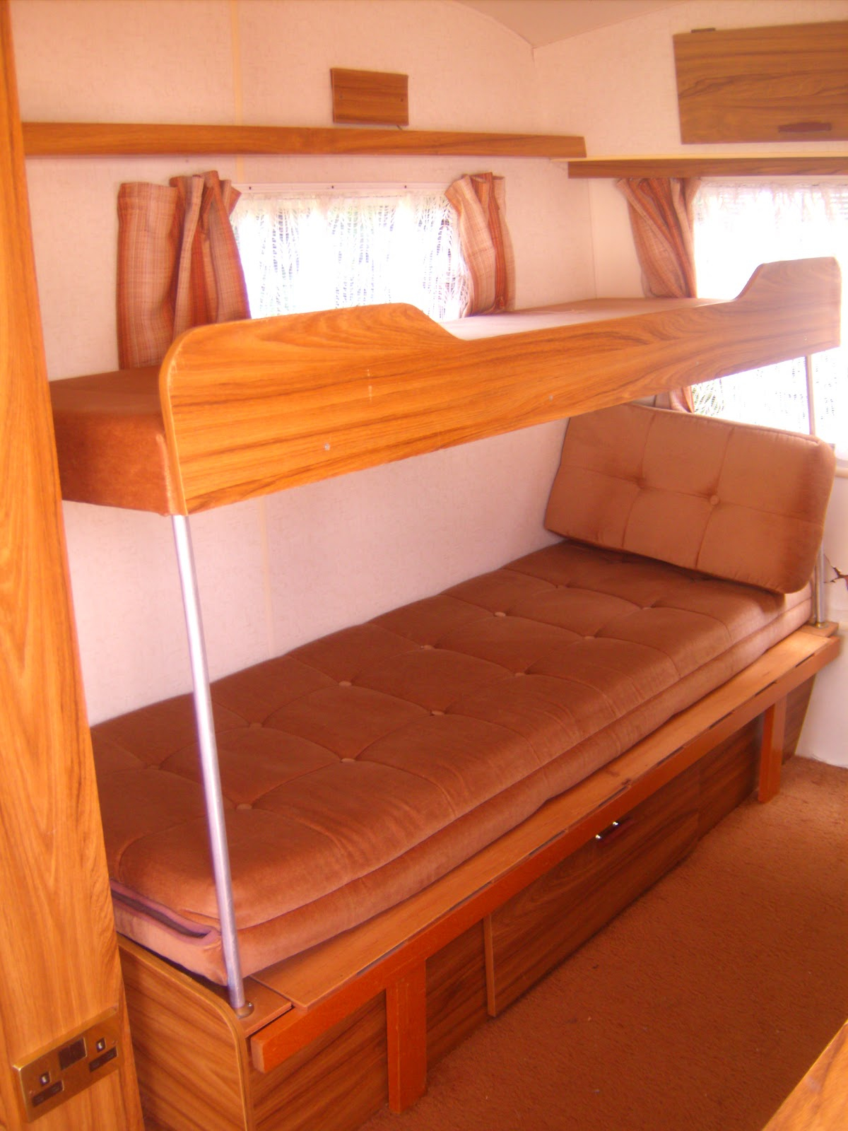 1000 Ideas About Enclosed Bed On Pinterest: 1000+ Ideas About Caravan Bunks On Pinterest