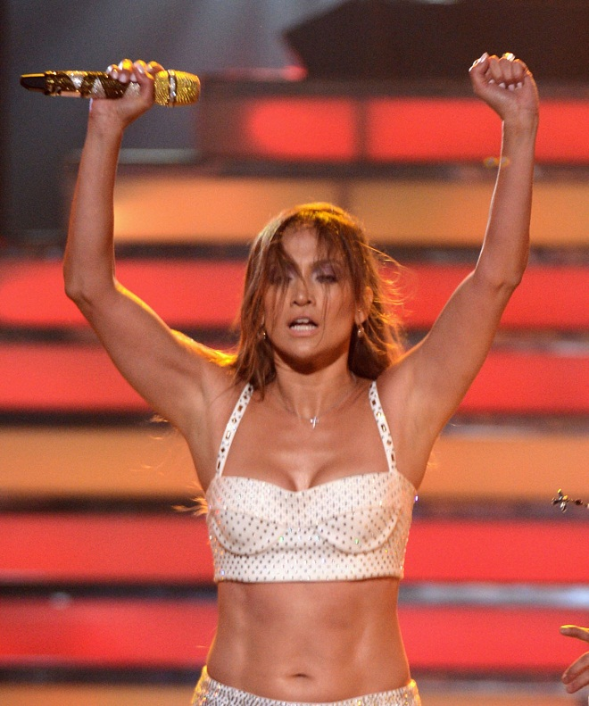 Pin By Pamela Lopez On Drops In 2019: Jennifer Lopez And Rihanna Steal The Show At The Finale Of