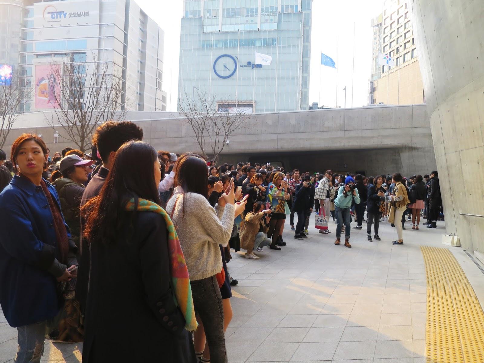 Seoul Fashion Week AW14 - crowd