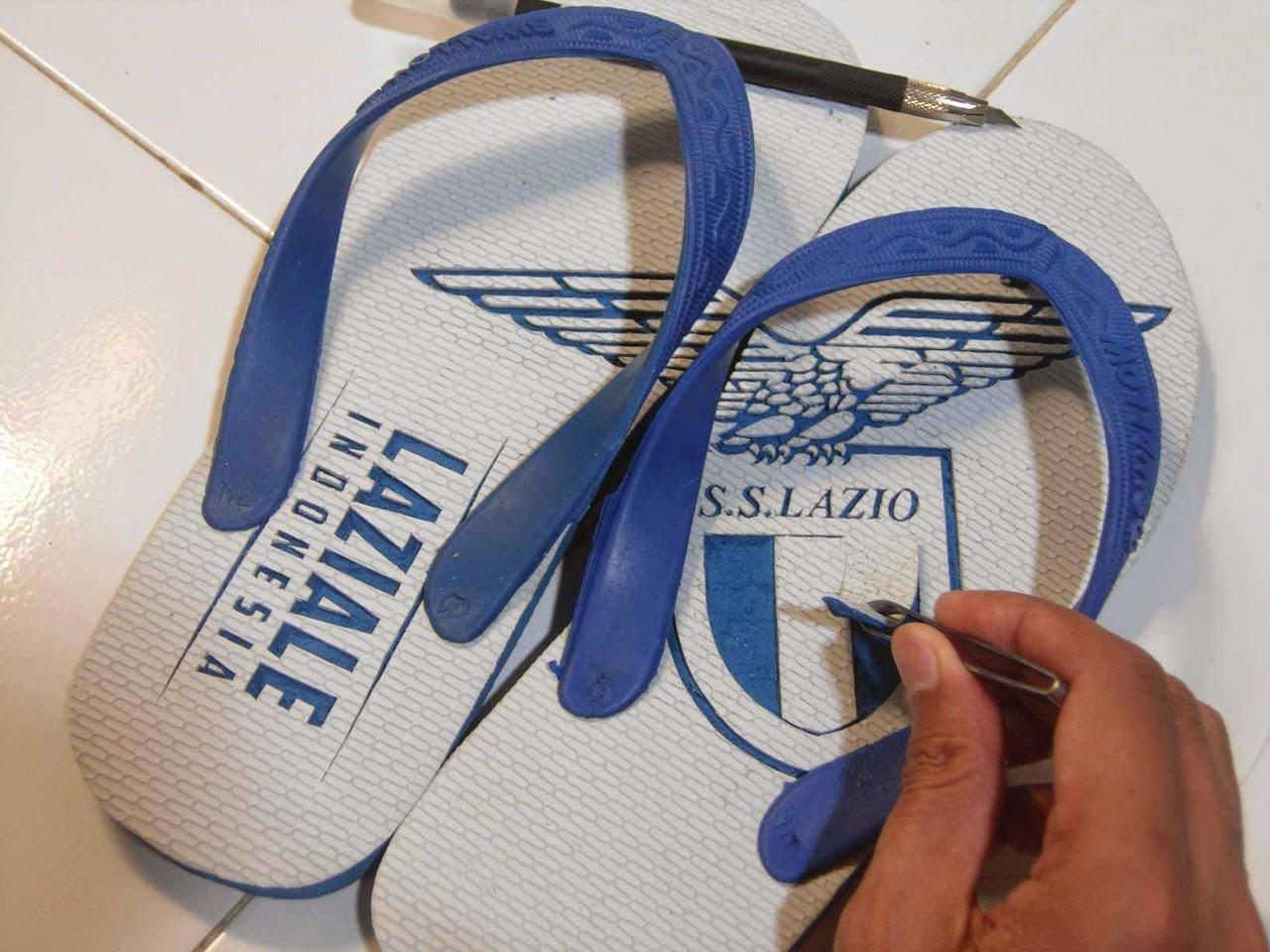 gambar sandal jepit ukir unik keren