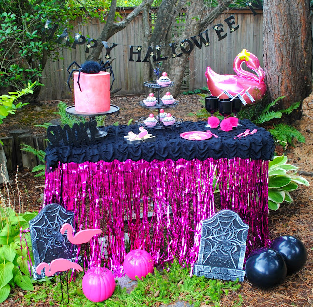 Flamingo and spider themed Halloween party by Fizzy Party