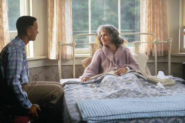 Forrest Gump - وراء كل بطل عظيم أم أعظم الكثير من الحب والدفء والإبداع.. أفلام توضح لنا  كيف تناولت السينما الأمومة والحياة الأسرية بشكل عام