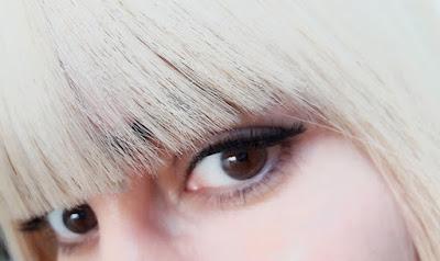 false-eyelash