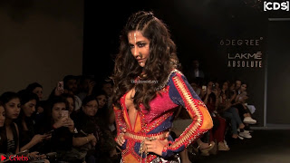 Chitrangada Singh walks the Ramp in Sizzling Deep Neck Top Exposing her Boobs Side View WOW