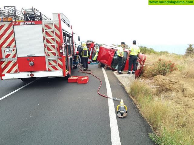 Accidente de un turismo con tres ocupantes en La Grama