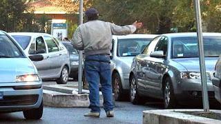 Poliziotta rischia licenziamento per aver denunciato il parcheggiatore abusivo su Facebook
