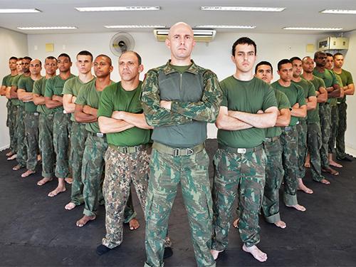 81dcd9aac0c29 1ª Turma do Curso de Defesa Pessoal Militar para homens na BNRJ
