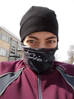 Coureuse, multicouche, tuque, foulard, hiver à Montréal