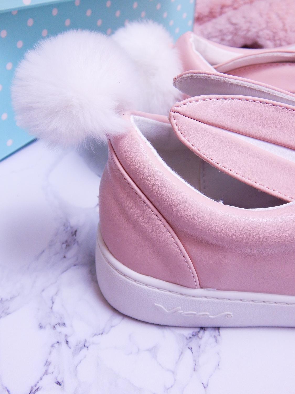 19 różowe tenisówki króliki z pomponem urocze buty na wiosnę tenisówki do każdej stylizacji renee pudrowy róż partybox buty w kształcie zająca
