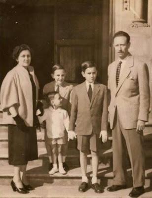 Manuel Tobella con su esposa e hijos, Josep Lluís, Manuel y Antoni