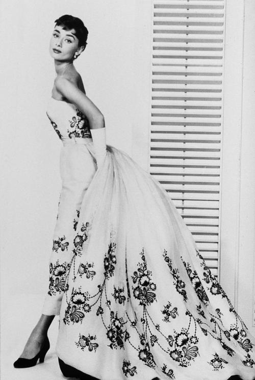 Os 25 Vestidos Inesquecíveis do Cinema - Design Innova bc08c0d0a6