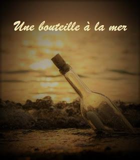Un message d'amour dans une bouteille jetée à la mer