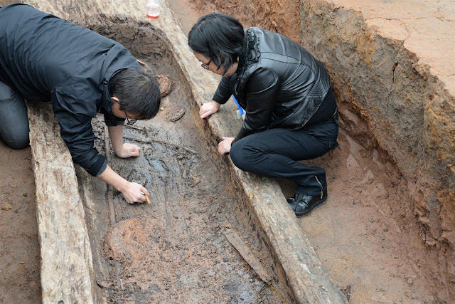 2,200 year old boat coffins unearthed in SW China