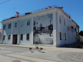 Пинск. Улица Ленина, 14. Мурал с изображением улицы в начале XX в.