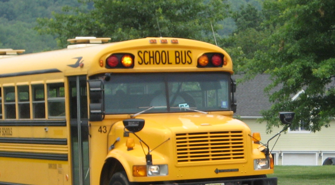 School Bus and why moms should volunteer at school