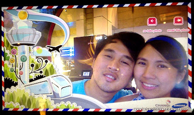 Ed and Lady's e-postcard in Changi Airport Singapore