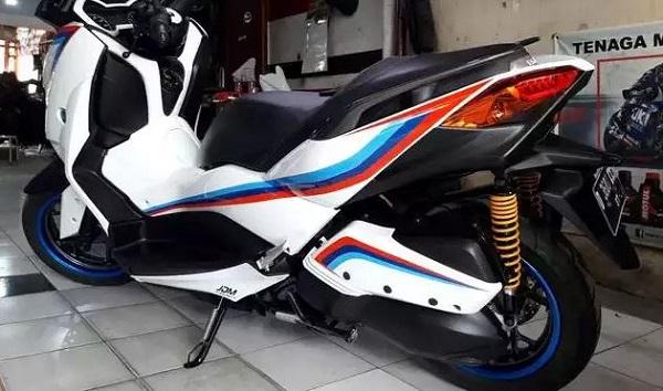 Modifikasi Yamaha XMax Bernuansa Safety Car MotoGP