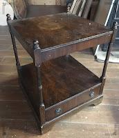 alter Nachttisch