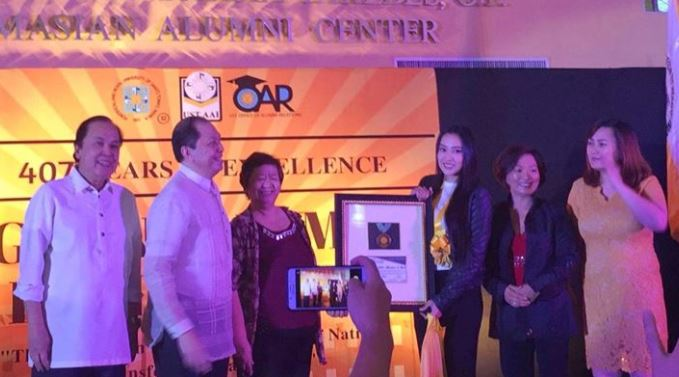 Mocha Uson receives award from Thomasian alumni group