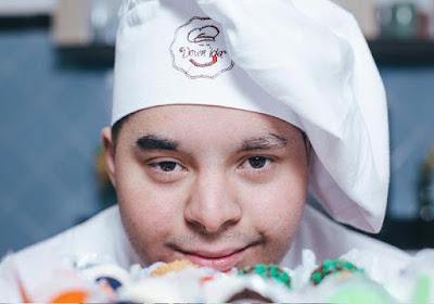 Cozinheiro com síndrome de Down cria a própria marca de brigadeiro: a 'Downlícia'
