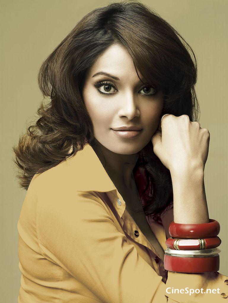 Nina Dobrevs Makeup From The CW Upfronts   Fun Maza New